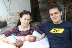 Семейство с близнаци